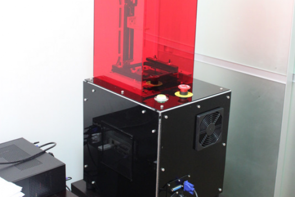 Junior Veloso's resin 3D printer