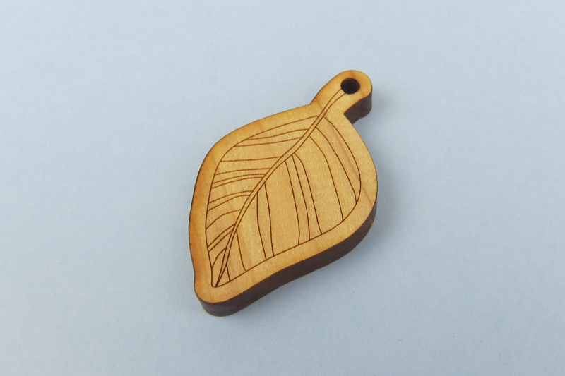 NZ Hardwood Macrocarpa 4 - Leaf Pendant