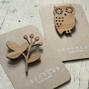 Wood brooches fabricated using laser cutting